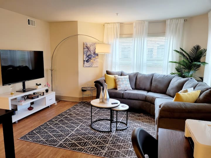Modern Chic + Comfy Stay In Downtown Atlanta