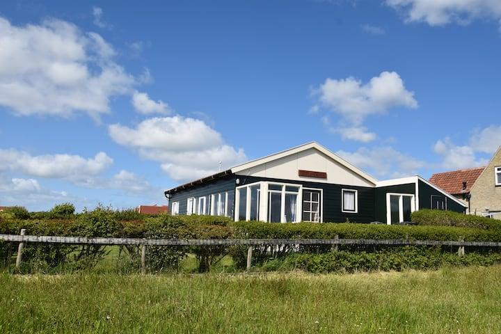 Huisje met het mooiste uitzicht van Hollum