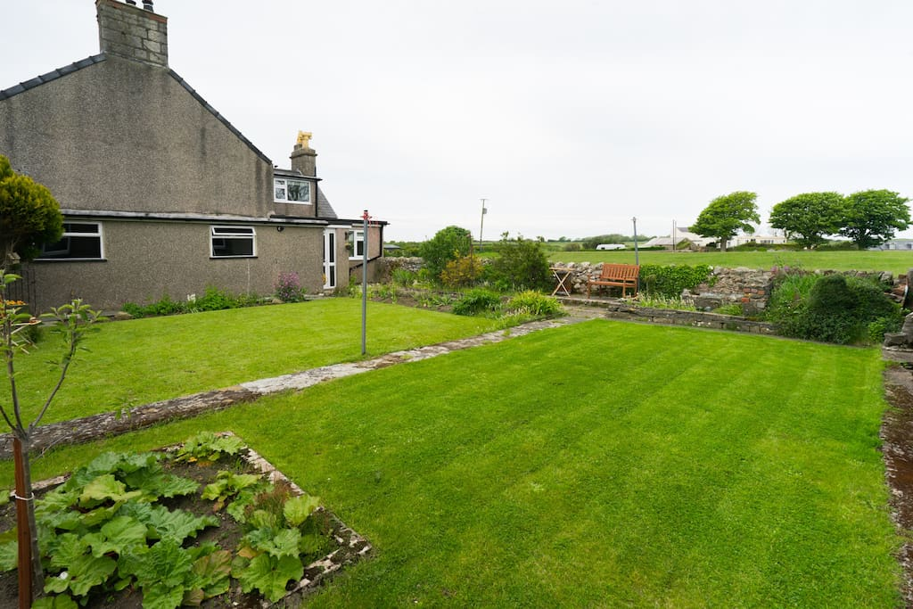 Large Garen with Lawns