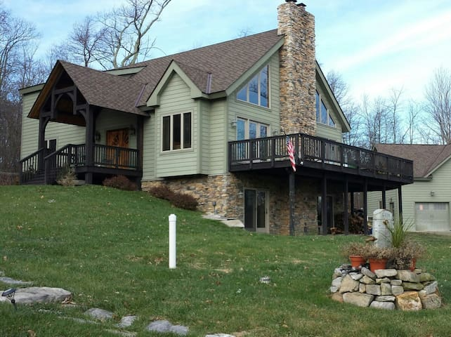 Bear Feet Retreat Hostel - Purcellville - Bed & Breakfast