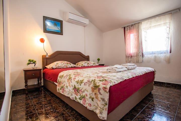Triple room with shared balcony near the beach
