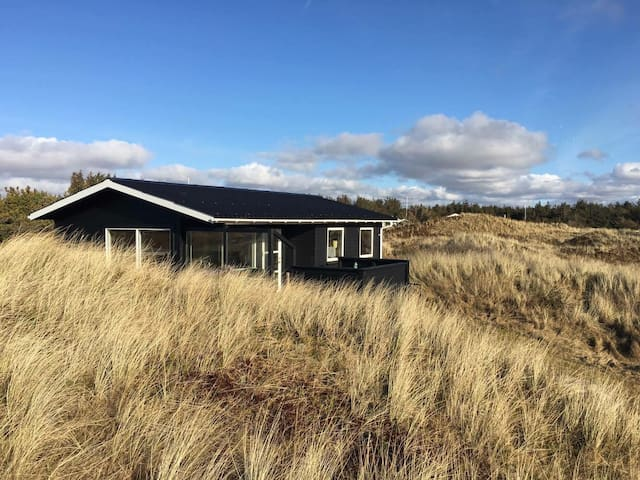 Cozy summerhouse by the Westcoast - Løkken - Hytte