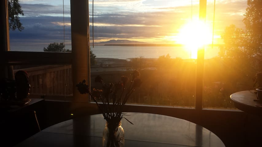 3BR 2BA Spectacular View in Downtown Anchorage