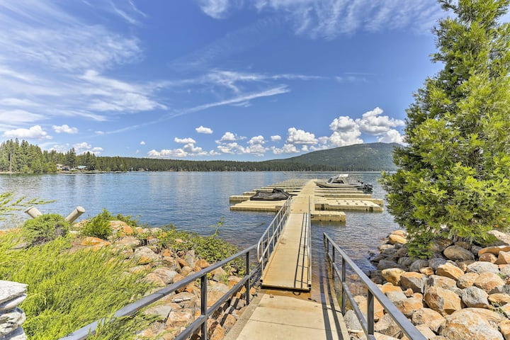 Charming House w/Deck - Steps to Lake Almanor!