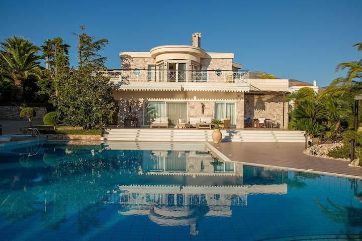 Beautiful pool Villa Sparta in Lagonissi, Athens
