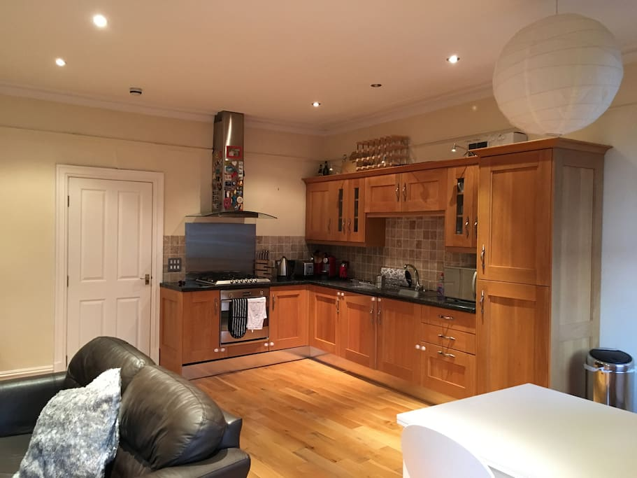 Ideally located 2 bedroom apartment apartments for rent for Perfect kitchen harrogate