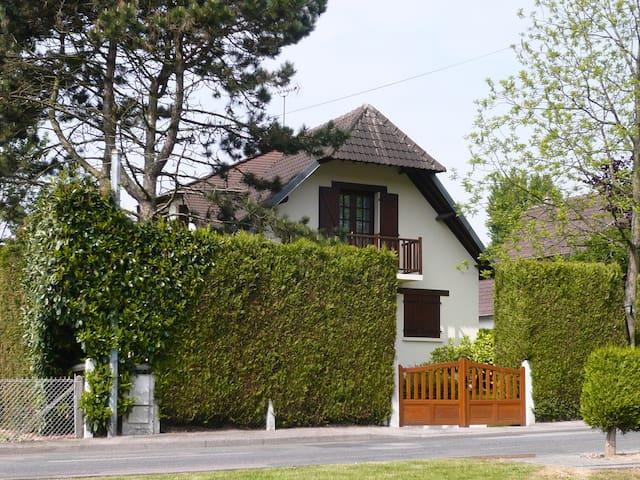 Belle chambre dans maison près de Rouen. - Bihorel - Dom