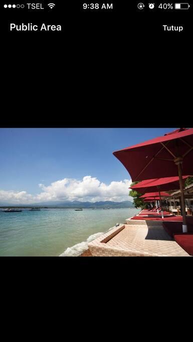 The restaurant & beach