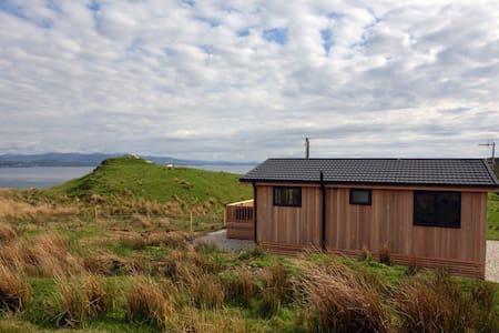 Beautiful lodge, great sea views - Isle of Skye