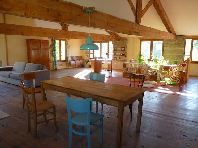 Maison de village spacieuse et lumineuse - Aniane - Casa