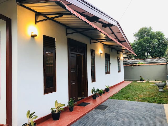 Peaceful, Comfortable Stay in Busy Colombo