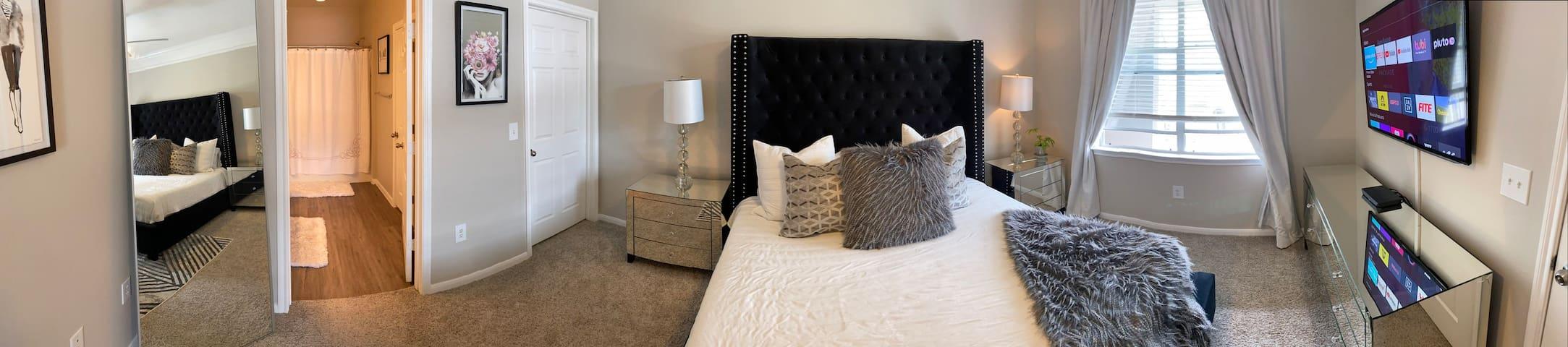 Gorgeous 2 bedroom 2 bath large cozy apartment