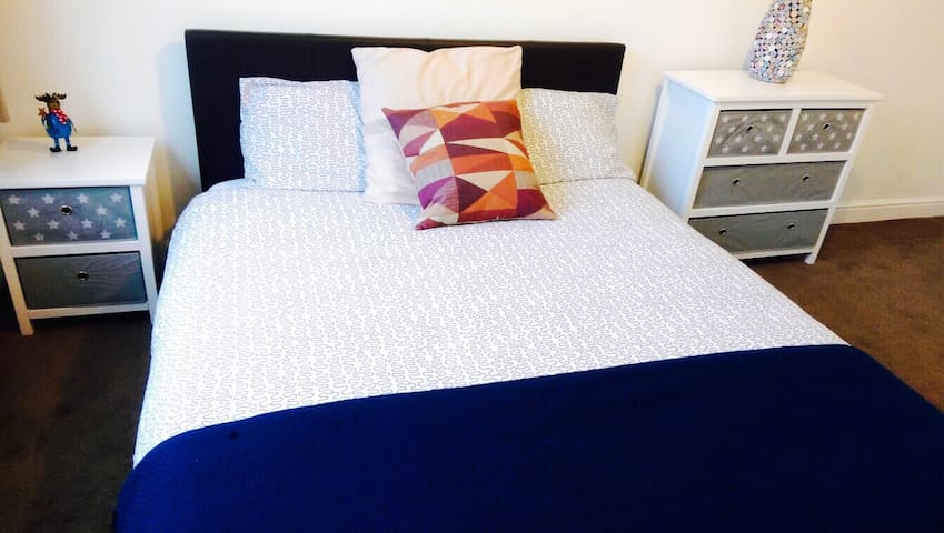 Entire 2 Bedroom Flat Woolwich Trains/Airport+wifi