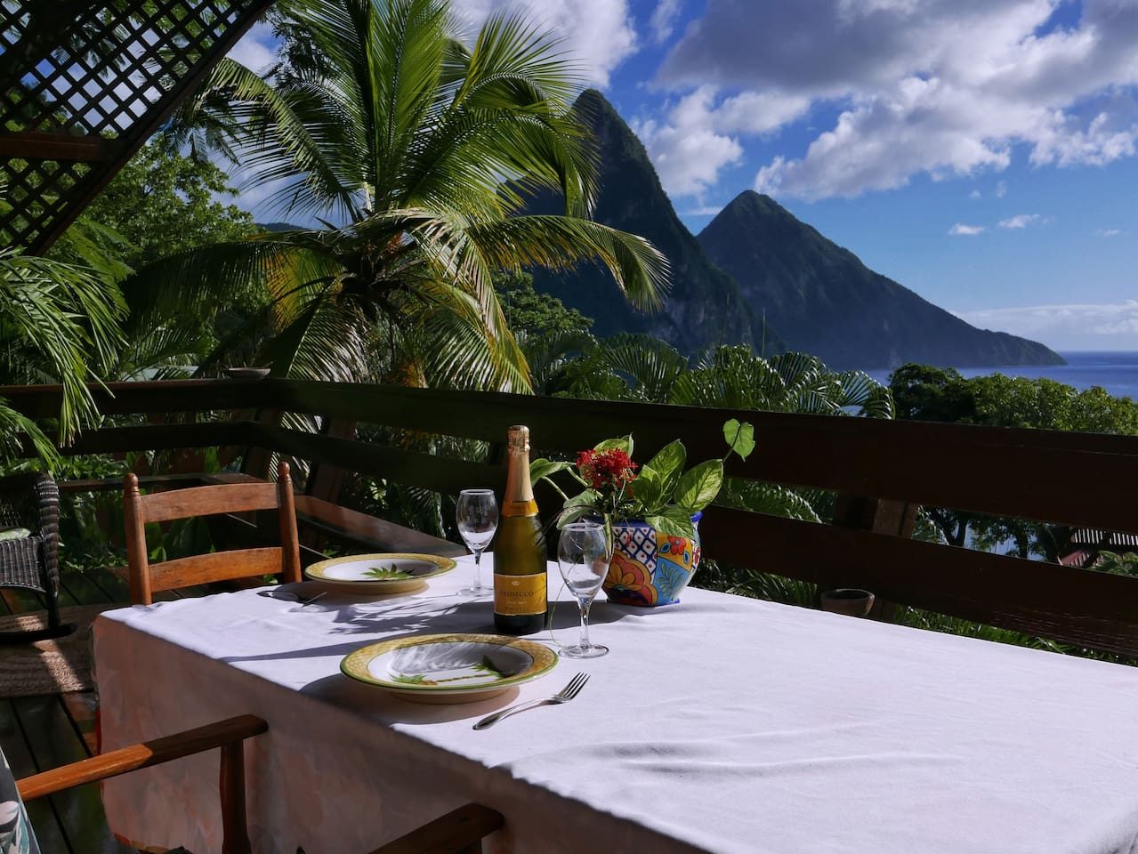 Enjoy the sweeping views of the Pitons and the Caribbean ocean from the Treehouse Hideaway II deck. Dine in the open air with the amazing views.