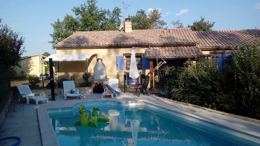 maison avec piscine  à la campagne. - Cahuzac - Casa cueva