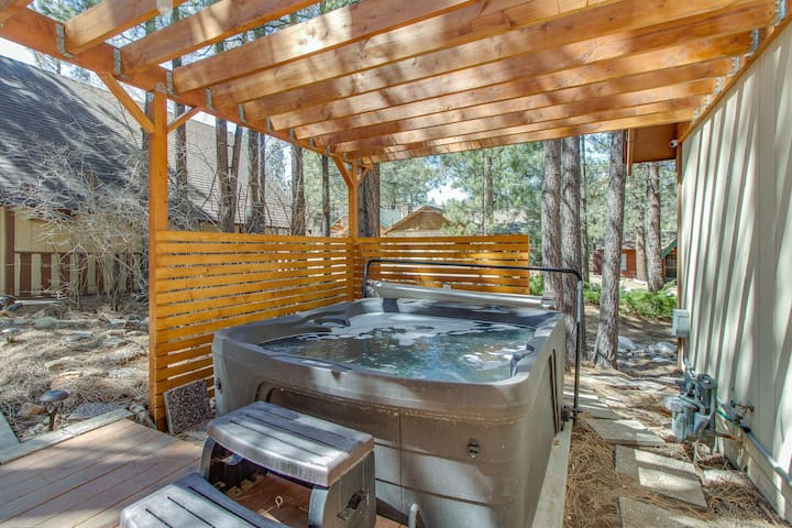 Cozy, vintage lake home w/ amazing outdoor decks & a private hot tub