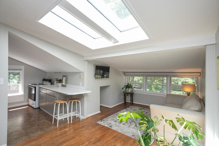 The Greenhouse | Greenhills / West End Apartment