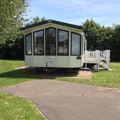 Caravan with Scenic Lakeside View - Humberston - Outros