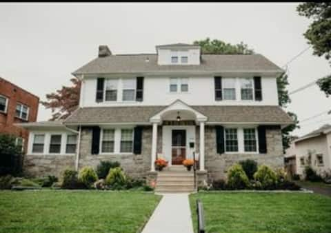 """""""Inviting private rooms and bath in Drexel Hill"""""""
