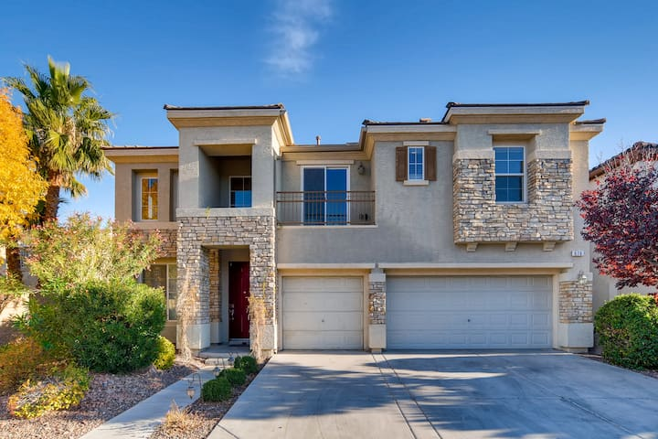 Wonderful 5 Bed Home w/Pool & Spa, A MUST SEE!!
