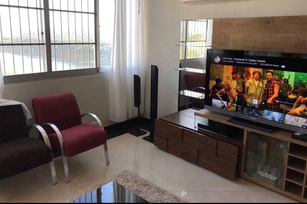Sala de estar A VISTA UM SONHO. Sala de Estar LA VISTA UN SUEÑO. Living Room THE VIEW A DREAM.