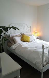 Confortable chambre/condo neuf - Carignan - Byt