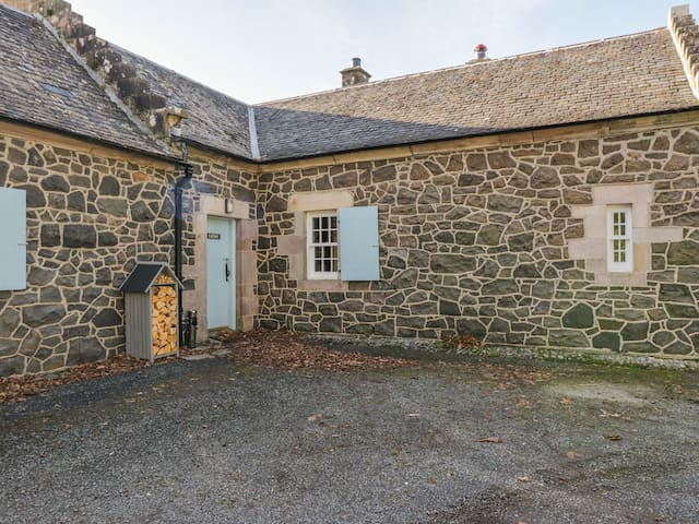 CATAN COTTAGE in Port Bannatyne, Isle Of Bute, Ref 992862