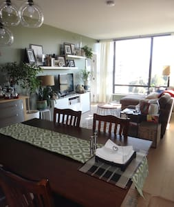2.5-bedroom 2-bath in Port Moody - Port Moody - Kondominium