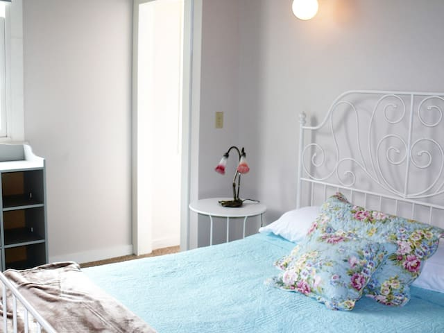 Cozy Downtown Apartment -- Leavenworth Suite - Georgetown - Apartamento