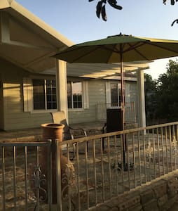 Special Listing Offer for returning Guests! - Shafter - Casa