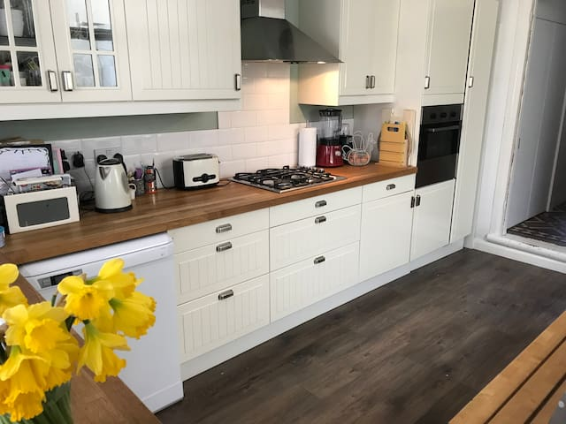 Family home in Canton, Cardiff sleeps 6