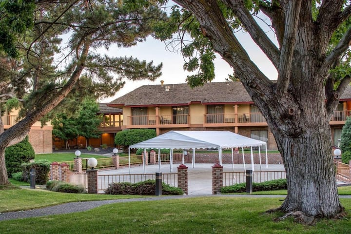 Wine Country Escape! Four Units Near Wineries