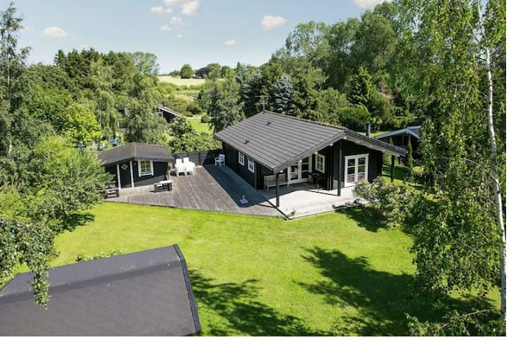 Fantastic wood house located at Denmarks riviera. - Stege - Hytte