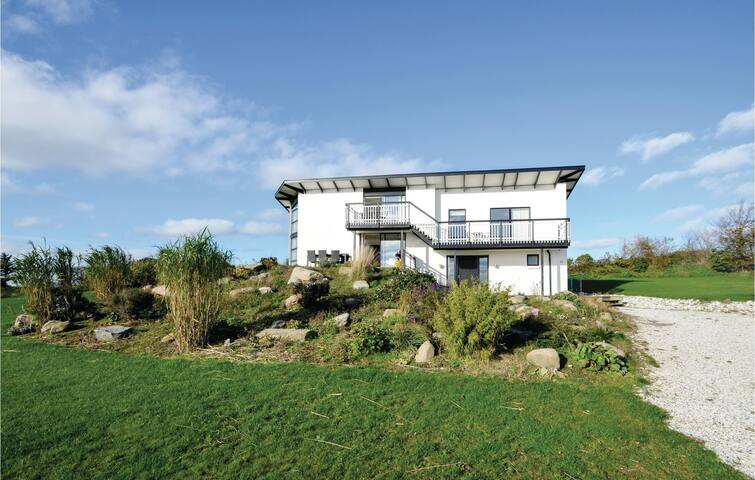 Holiday cottage with 4 bedrooms on 200m² in Vesløs