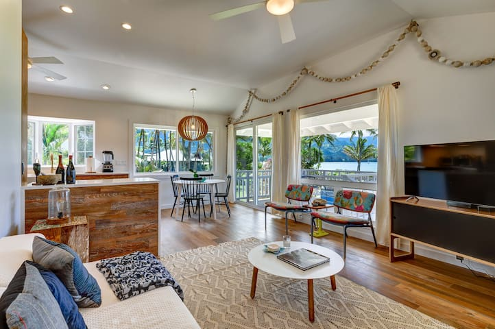 Hanalei Pier, Beachfront Cottage with A/C and large grassy yard - Weke Road Beachfront Cottage