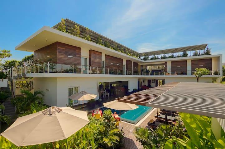 Luxury Private Villa - Infinity Pool - Garden