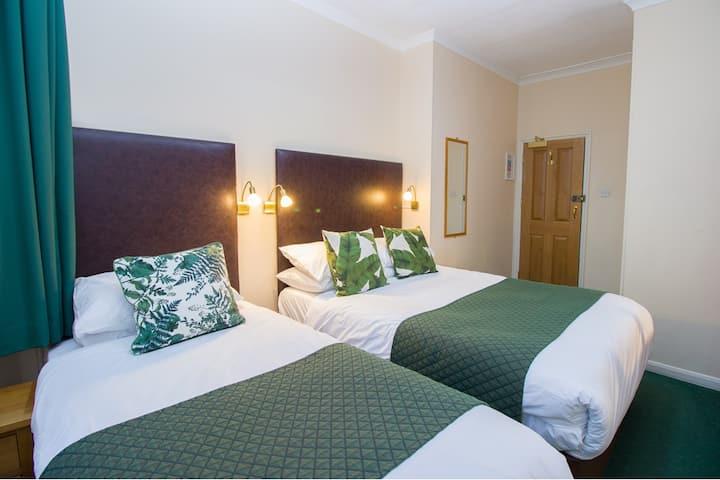 Triple Room Ensuite - Free WiFi - Kensington & Chelsea