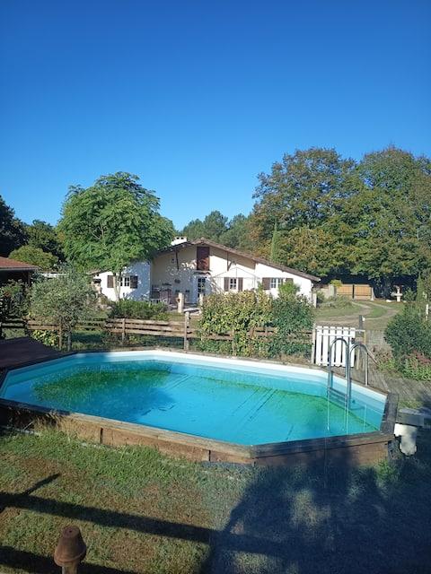Independent and quiet Landaise villa