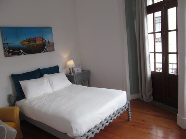 Casa Azul Hostel - Quarto Azul - Sintra - Bed & Breakfast