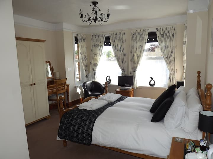 King size room with ensuite shower
