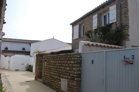 Charmante petite maison de vacances centre village - Les Portes-en-Ré - Дом