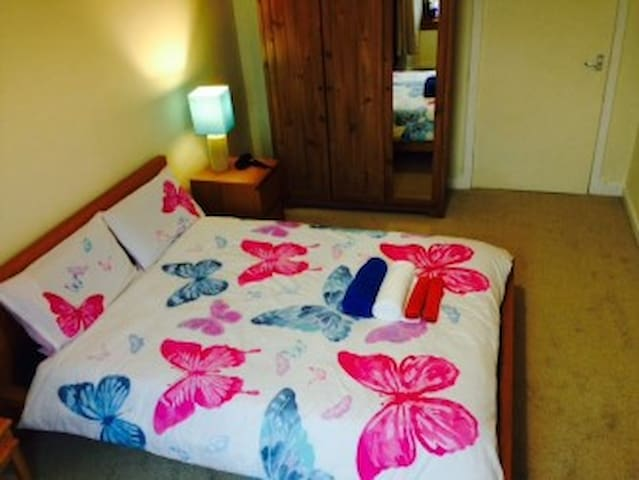 lovely and spacious Double Room @Free parking! - Glasgow - Appartement