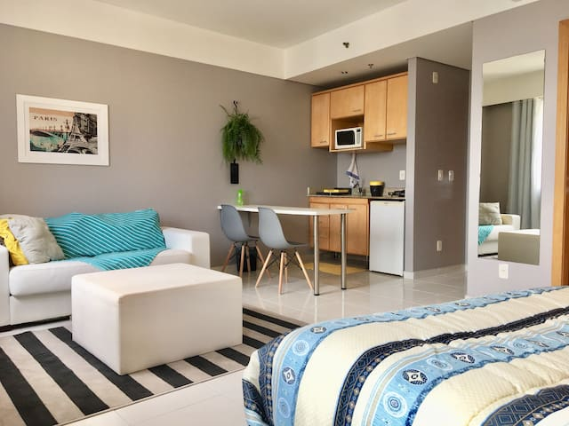 Modern apartment with WI-FI. Great for Business!