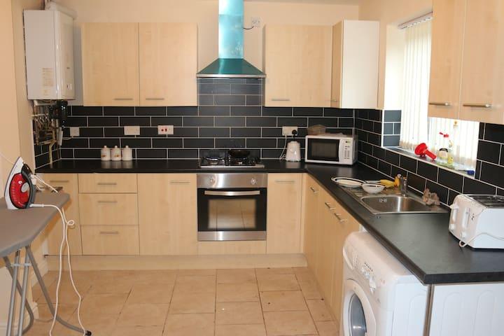 Birmingham Guest House 1, Room 5 - Oldbury - Casa de huéspedes
