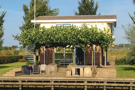 Holiday cottage with 3 bedrooms on 125m² in Workum