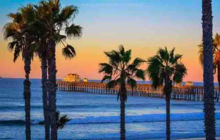 Oceanside CA 5 min walk to shops, beach & transit