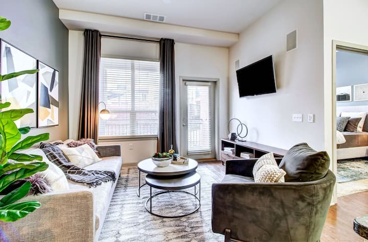Clean, comfortable apartment | 3BR in Denver