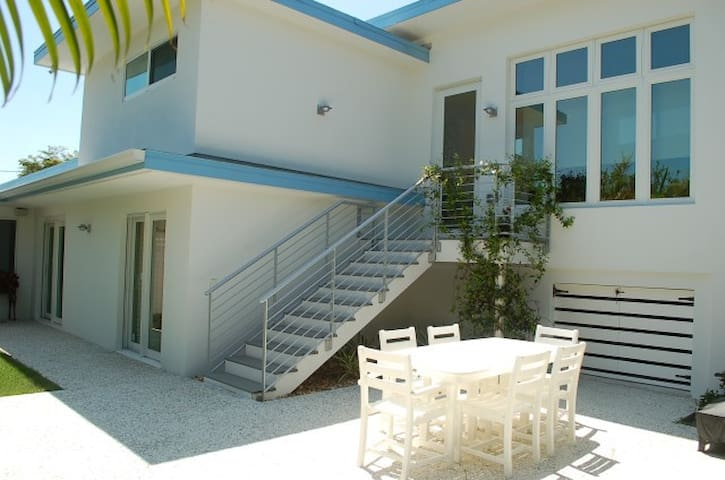 Beautiful Beach Home footsteps from the sand - Siesta Key - Vacation home