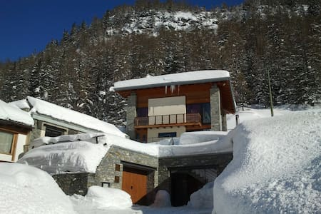 I would like to invite in my b&b... bikers welcome - La Thuile - Bed & Breakfast