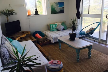 Beach front living in the heart of Burleigh heads - Burleigh Heads - Bed & Breakfast